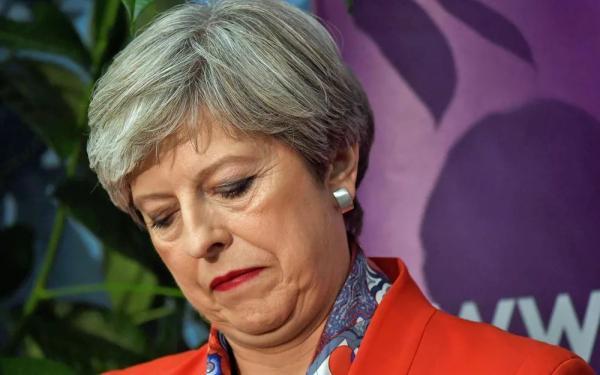 Primeira-ministra britânica, Theresa May, descarta renunciar apesar do revés do Partido Conservador (Foto: Toby Melville / Reuters)