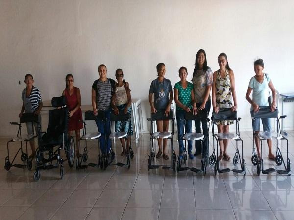 Secretaria de Saúde faz entrega de cadeiras de roda e de banho em Santo Inácio