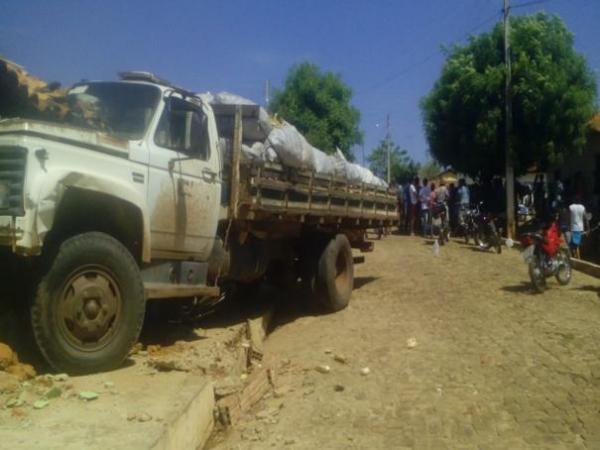 Criança de seis anos morre ao ser atropelada por caminhão desgovernado em Cajazeiras do Piauí
