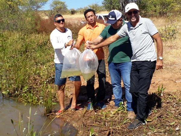 Prefeito realiza entrega de alevinos no município Santo Inácio