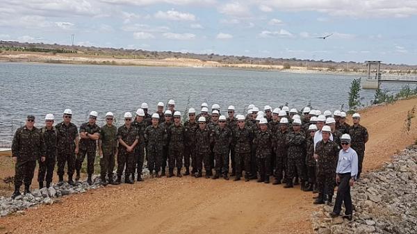 Capitães Alunos visitam obras de integração do Rio São Francisco