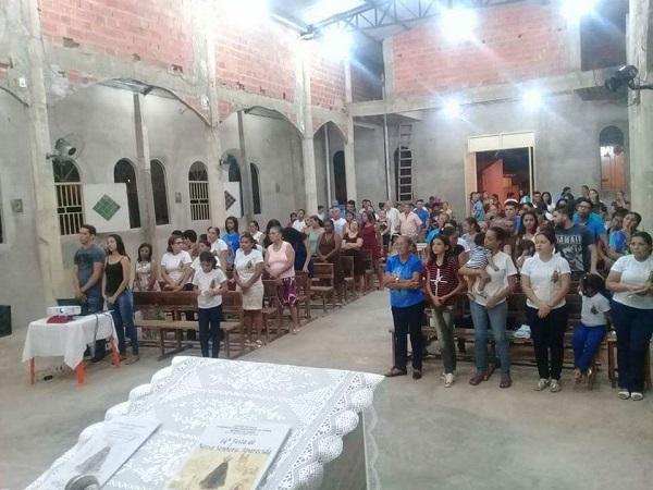 A Comunidade do Morro da AABB em Picos celebra segunda noite de novena a Nossa Senhora Aparecida