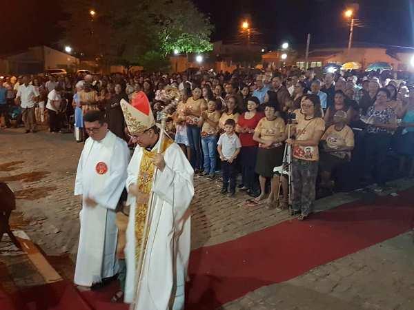Centenas de fiéis participam de encerramento dos festejos de São Francisco de Assis em Campinas Piauí