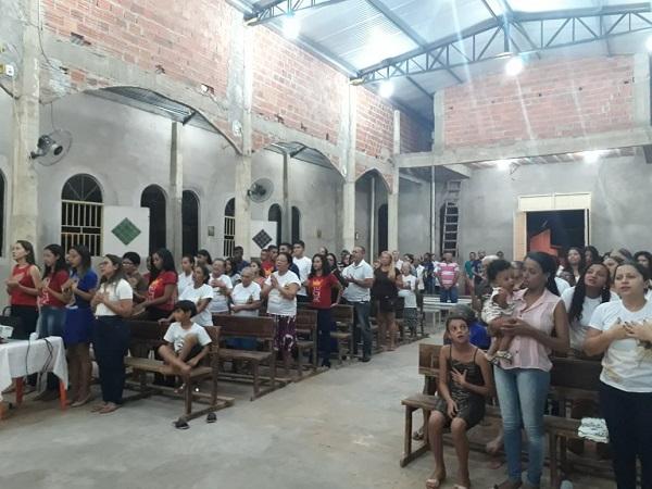 A Comunidade do Morro da AABB celebra sexta noite de novena a Nossa Senhora Aparecida