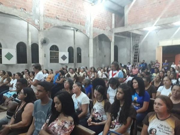 A Comunidade do Morro da AABB celebra sétima noite de novena a Nossa Senhora Aparecida