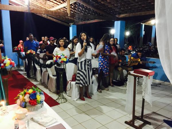 Novos Técnicos em Agropecuária da escola agrícola EFADE V participam de missa