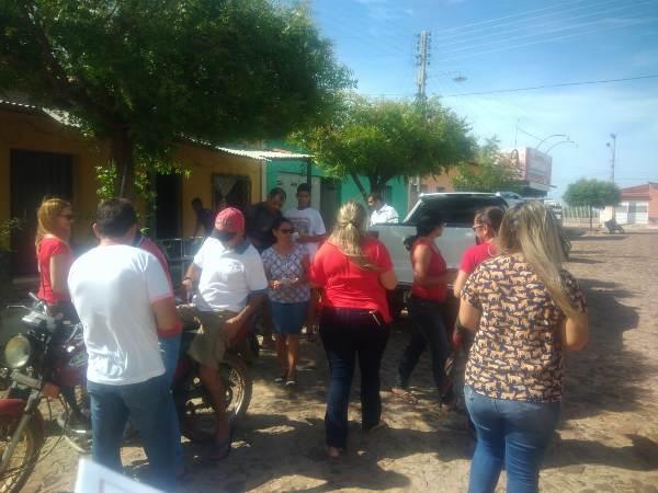 Secretaria municipal de saúde realiza panfletagem no dezembro vermelho