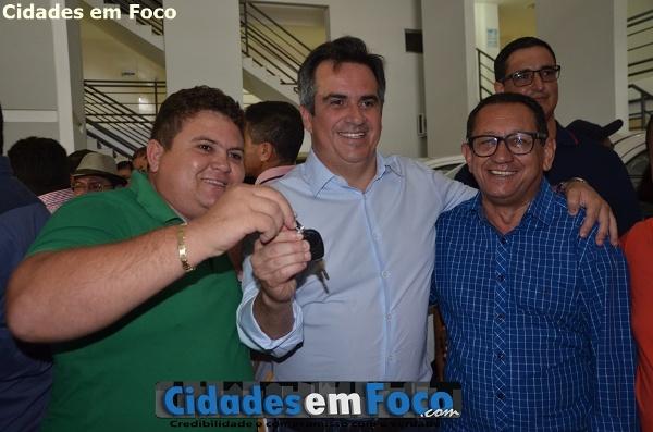 Prefeito Tairo Mesquita recebe veículo para ações da Vigilância Sanitária em Santo Inácio