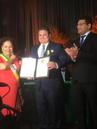 Prefeito de Santo Inácio é homenageado com Ordem Estadual do Mérito Renascença do Piauí
