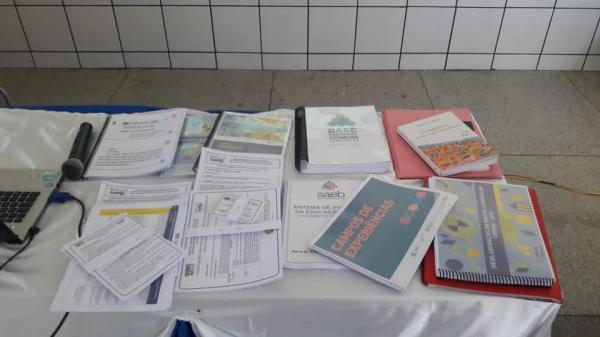 Base comum curricular é discutida na rede municipal de ensino em Santo Inácio