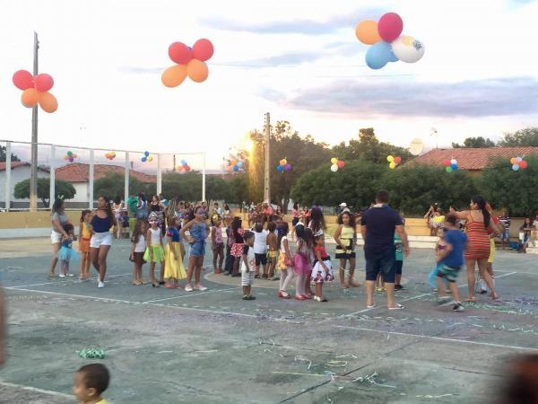 Crianças participam de matinê em santo Inácio