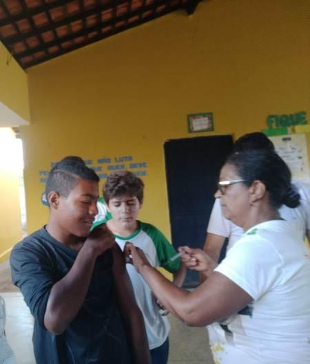 Secretaria de saúde realiza campanha de vacinação em escolas do município