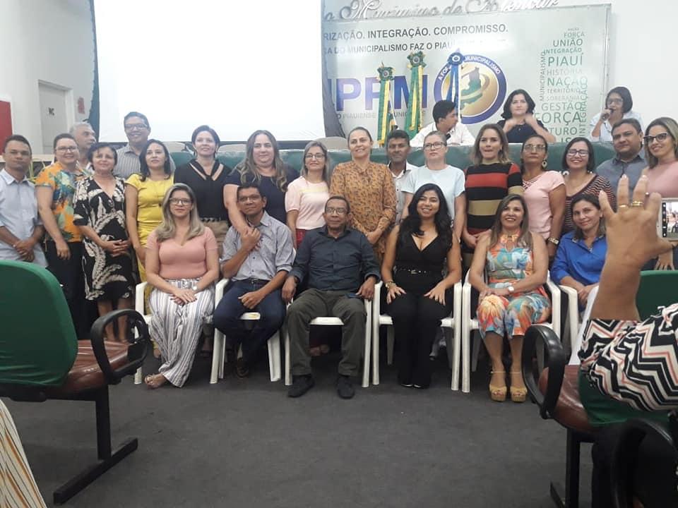 secretária participa de seminário