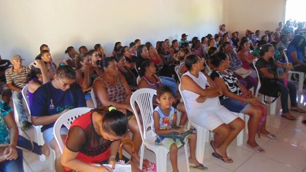 Beneficiários do bolsa família participam de reunião em Santo Inácio